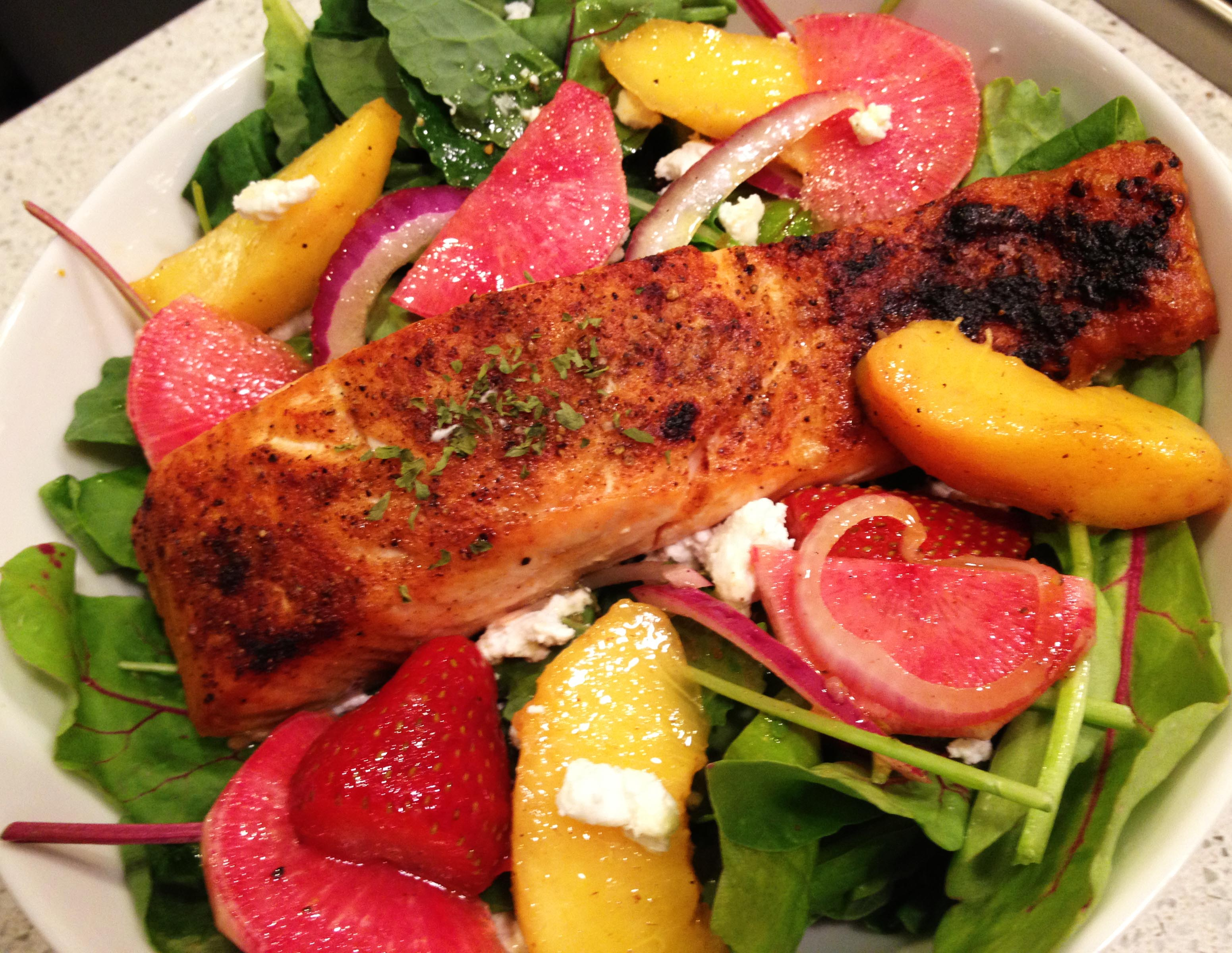 [RECIPE] Summer Greens with Grilled Salmon, Watermelon Radish, Peaches and Strawberries