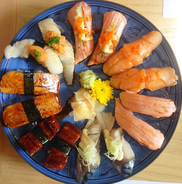 Can you name all the pieces of Sushi on @alexeologist's plate?