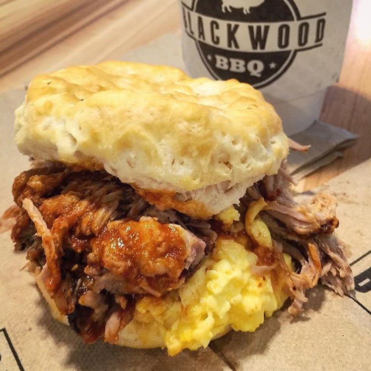 Wooooaaahhh..even though @kobebryant is retiring @blackwoodbbq still is a triple threat. Pulled Pork, Buttermilk Biscuit, Cheddar Scrambled Eggs and Memphis style sauce. Sheeeesh!! Any time of the day you can eat this bad boy. Shouts out to @tastesbetterhere!! || #YGET #YouGottaEatThis #WDYET ||