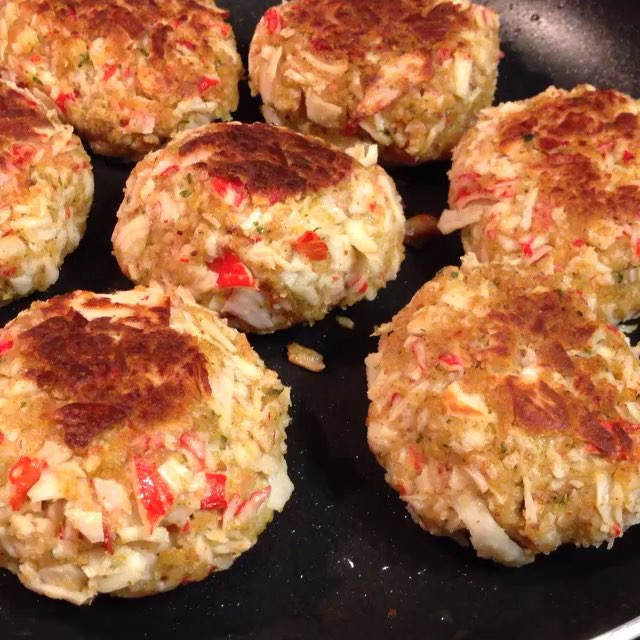 Our very own @PremiumPete was in the Kitchen on his #RealMenCook flow last night getting them Crab Cakes Cracking!! #ChristmasEve #FeastOfTheSevenFishes #YouGottaEatThis Approved!! | #😍 #🔥 #💣 #😳 | #YGET #MerryChristmas #WDYET #CrabCakes #HappyHolidays #PremiumEats |