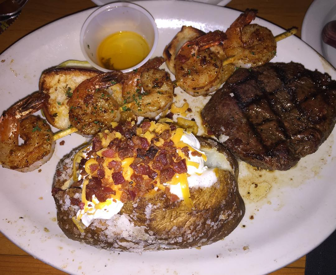 Sheeeeesh!!! That Loaded Baked Potato with the Cheese and Bacon just outshines…ok it doesn't out shine the 8 oz Medium well Sirloin Steak & Shrimp. Let's not forget the scampi sauce on the side. Time for @taylordeats and us to dig in!! #YGET #WDYET #YouGottaEatThis
