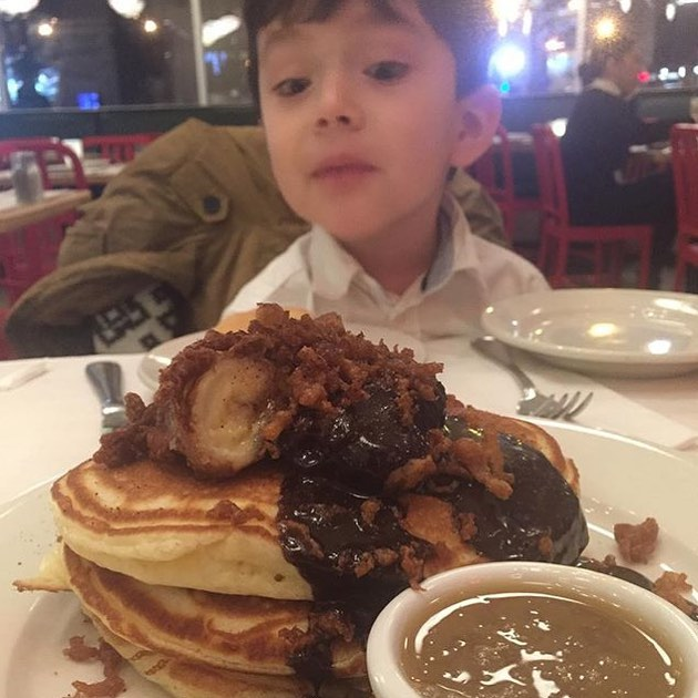 These Crunchy Banana with Cinnamon-Chili-Chocolate Sauce has @tyrondeharlem's nephew in LOVE at first sight Approved!! 💣🔑🔥