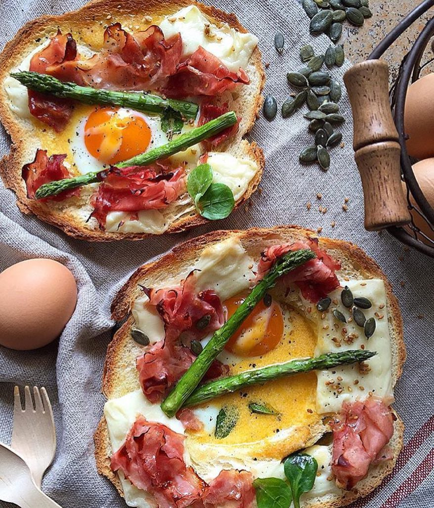 @lauraponts we got our 👀 on you with this meal here. Who else can we trust to put all of this on Toast. We're talking about Cheese, Eggs, Ham, Cream Cheese and Asparagus could look so good together! Who wants one??