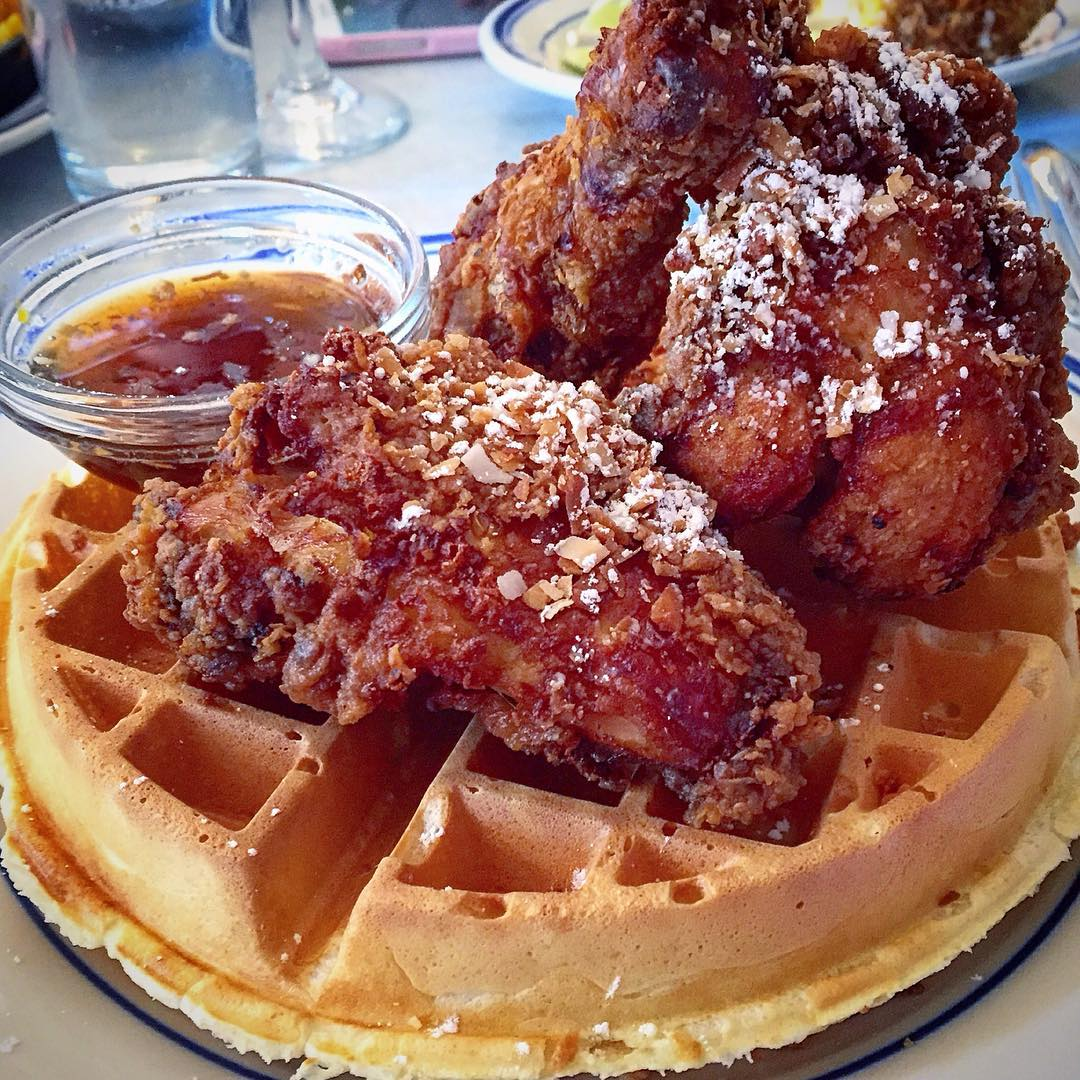 happy saturday… @cy_eats here today and im ready to brunch! @misslilys' fried chicken 🍗 & waffle is gettin in my belly asap. congrats to @cheffowles who just won Chopped on the @foodnetwork!