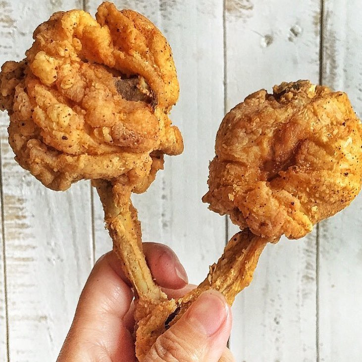 Haven't had a lollipop in days but definitely haven't had a Chicken Pop in forever. This looks too delicious to pass up on. Anytime of the day!! Who else wants one??? 📸 @rasianbran