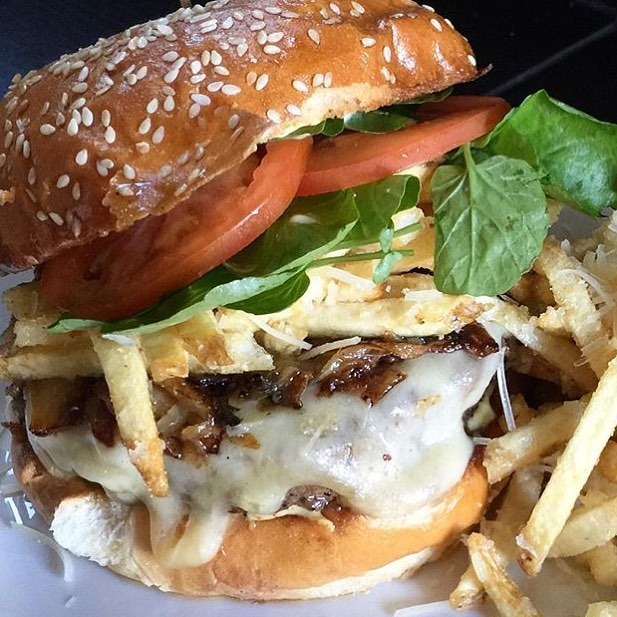 😳🍔😍 1/2lb brisket patty on a toasted sesame bun, topped with truffled garlic-Parmesan fries, watercress, Swiss cheese, grilled onions, tomatoes and a Dijon aioli. Yeah @boxing_donkey this one is Approved!! 💣🔥🔑