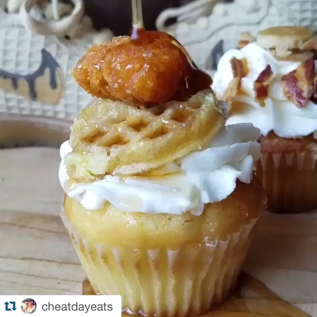 HOLY $H*T!! Chicken and Waffles Cupcakes!! 😍🍗🎂 @CheatDayEats & @CakedUpCafe You Have Us All DROOLING OutCHEA!!
