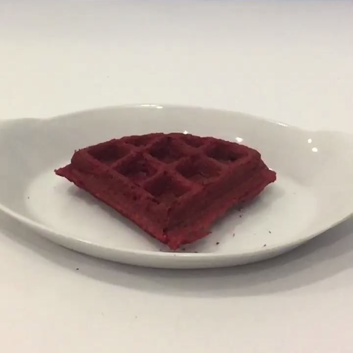The Red Velvet Waffle Ice Cream Sandwiches At @MikeyLikesItIceCream are Approved!! 😍😜😍 Put them on your to Do List!! | 🎥: @Nvbilll