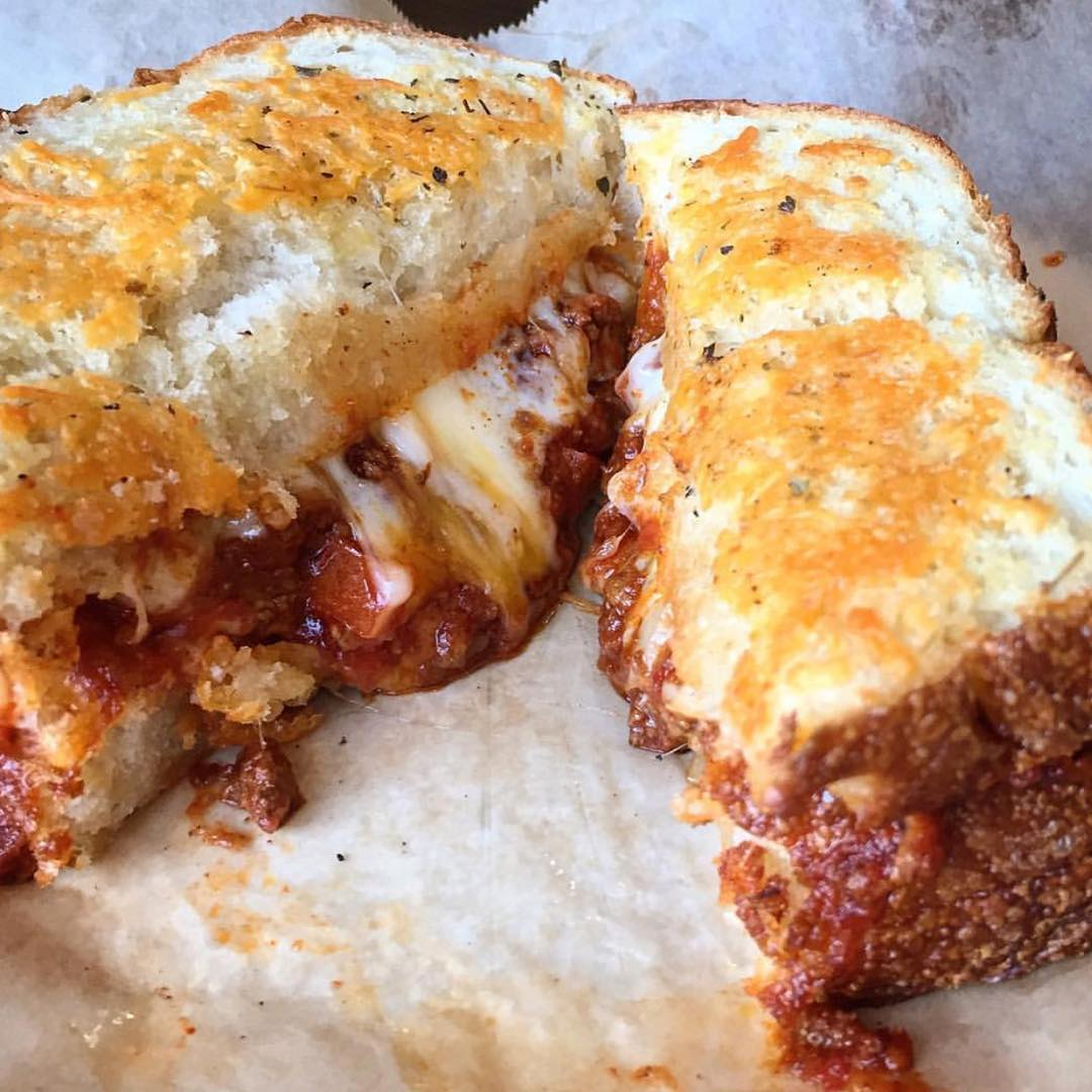 The Grilled Cheese Chili Cheese Sandwich from @RoseCityPizza is on our to do LIST!! 😜🔥😜