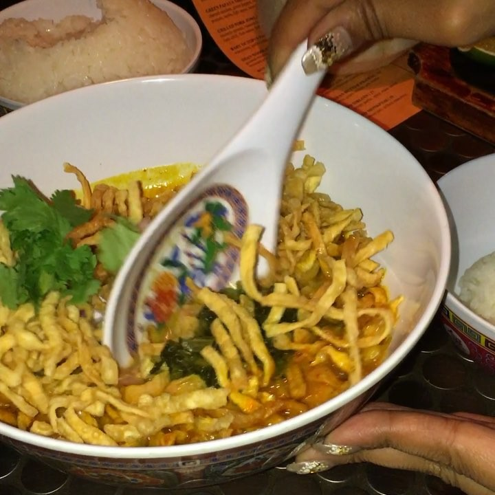 The KHAO SOI from @PigAndKhao is off the CHAIN Approved!! A Must Visit!! 😜💣😍 | 🎥: @Momo_Fosho_Yo