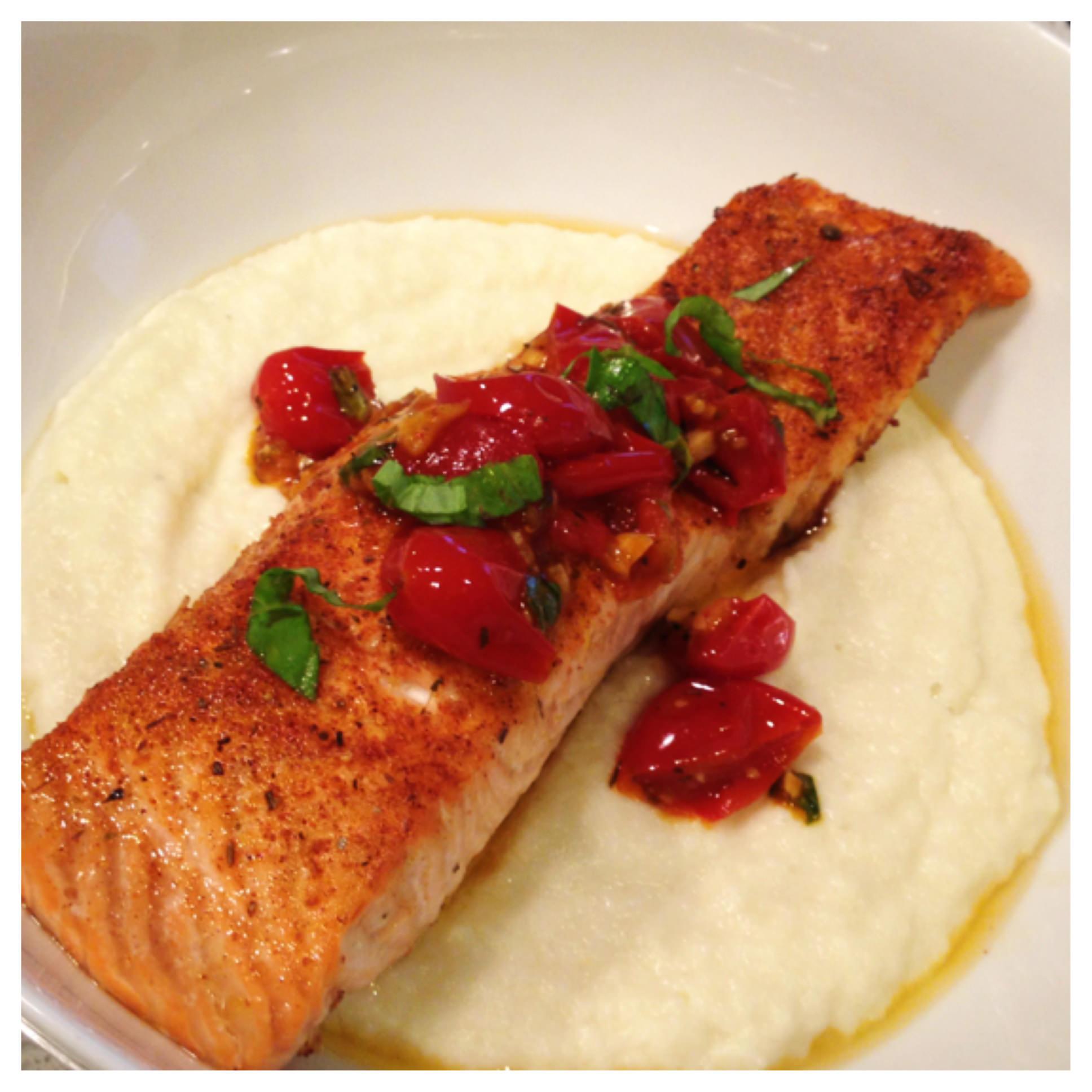 [Recipe] Salmon with CherryTomato Reduction and Cauliflower Coulis