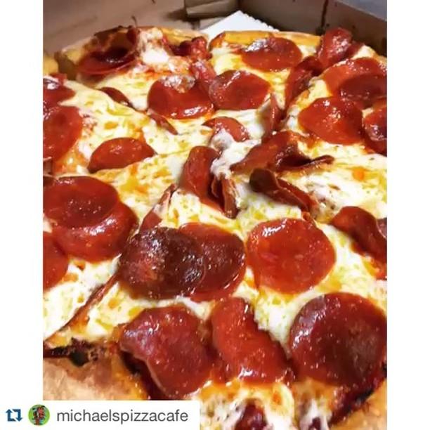 !! 📸: @MichaelsPizzaCafe