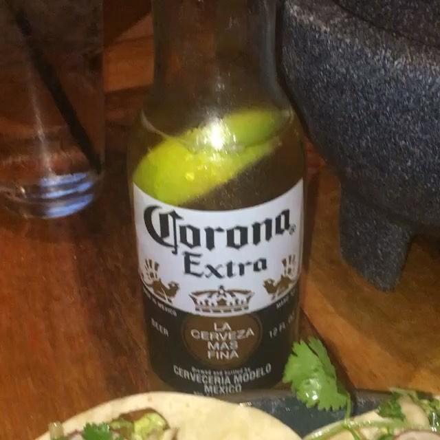 Mahi Mahi Tacos with a corona 📸 @taylordeats
