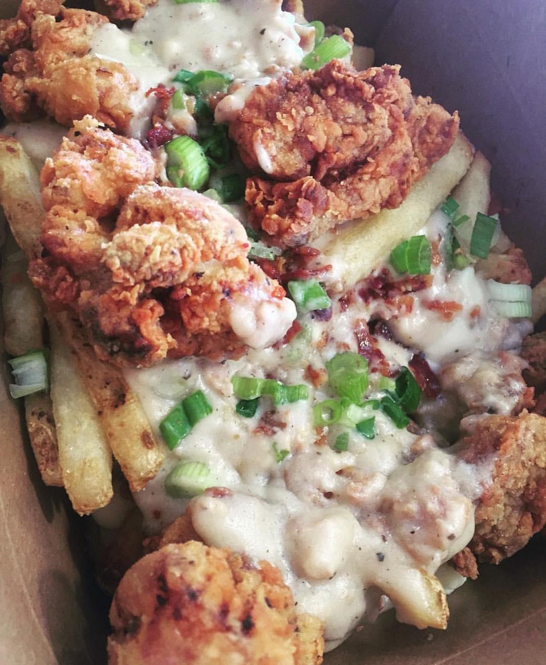 Country Fried Chicken Poutine!! | 📸: @Gwapo2k
